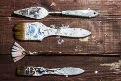 bürsten Sie Malerei auf der alten hölzernen rustikalen Tabelle Lizenzfreies Stockfoto