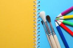 Bürsten und Bleistifte Lizenzfreie Stockfotografie