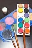 Bürsten und farbiger Farbenkünstler Lizenzfreies Stockbild