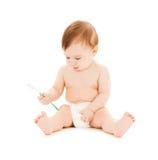 Bürstende Zähne des neugierigen Babys Stockbild