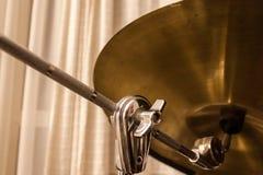 Bębenu cymbałki zbliżenie przy studiiem zdjęcia stock