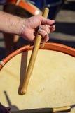 Bębeny bawić się podczas samba występu Fotografia Royalty Free