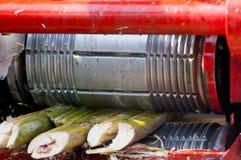 Bębni prasowego używać sok trzcina cukrowa w India Obrazy Stock