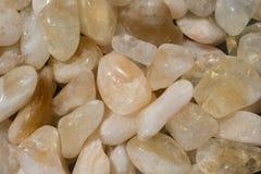 Bębnujący scitrine klejnotu kamień jako kopaliny skała fotografia royalty free