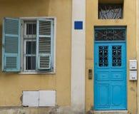 Błękit żaluzje Tzedek i drzwiowy Neve zdjęcia royalty free