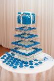 Błękit babeczki i tort zdjęcia royalty free