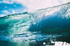 Błękit baryłki fala w oceanie Jasny fala i słońca światło Obrazy Stock