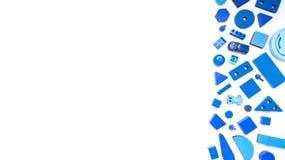 Błękit bawi się tło odgórnego widok na bielu Dzieciak zabawek rama na whit Zdjęcia Stock