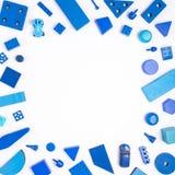 Błękit bawi się tło odgórnego widok na bielu Dzieciak zabawek rama na whit Zdjęcie Royalty Free