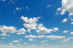 błękit chmurnieje cumulusu niebo fotografia royalty free