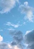 błękit chmurnieje niebo Obrazy Stock