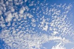 błękit chmurnieje niebo Zdjęcie Stock