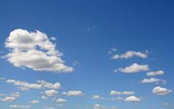 błękit chmurnieje niebo biel Obraz Stock