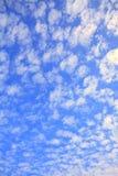 błękit chmurnieje niebo biel Fotografia Stock