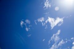błękit chmurnieje niebo puszystego biel Obraz Stock