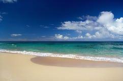 błękit chmurnieje oceanu nieba fala Zdjęcia Stock