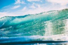 Błękit fala w oceanie Jasny fala i słońca światło Obraz Stock