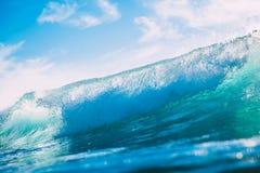 Błękit fala w oceanie Jasny fala i słońca światło Zdjęcie Stock