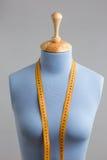 Błękit krawiecka atrapa z pomiarową taśmą przy ściana Fotografia Royalty Free