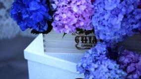 Błękit kwitnie na drewnianym pudełku zbiory