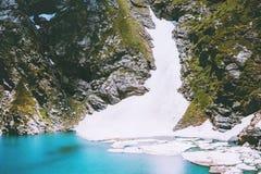 Błękit lodowy jezioro w Kaukaz gór krajobrazie Fotografia Stock