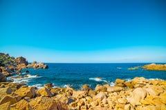 błękit morze brzegowy skalisty Zdjęcia Royalty Free