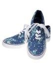 Błękit na przypadkowych butach na bielu odizolowywającym Zdjęcie Royalty Free