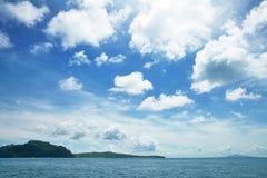 błękit nad dennym niebem zdjęcie stock