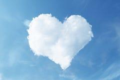 błękit obłocznego serca kształtny niebo Obrazy Stock