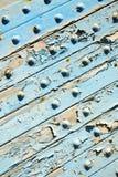 błękit obdzierająca farba w drewnie fotografia stock