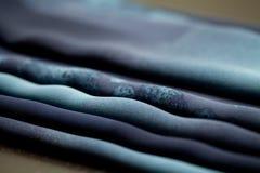 Błękit oferta barwił tkaninę, elegancja pluskoczący materiał Obrazy Stock