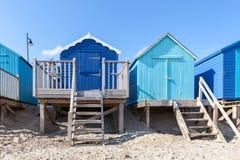 Błękit plażowe budy Zdjęcia Royalty Free