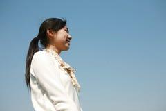 błękit rezerwuje dziewczyny mienia nieba potomstwa Zdjęcia Royalty Free