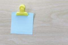 Błękit umieszczający na drewnianej podłoga Nutowy papier Obraz Royalty Free