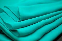 Błękit, zieleń, morska jedwab oferta barwił tkaninę, elegancja pluskoczący materiał Obrazy Stock