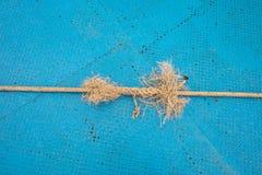 Błękita żelaza półkowy i linowy tło Zdjęcie Stock