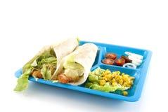 Błękita talerz z Meksykańskim jedzeniem obraz stock