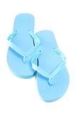 Błękita trzepnięcia klapy plażowi buty odizolowywający na bielu Obraz Stock