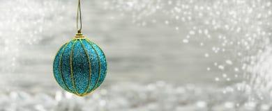 Błękitna świąteczna jaskrawa wystrój zabawki piłka Obrazy Royalty Free