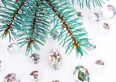 Błękitna świerczyny gałąź z kryształami dla dekoraci Obrazy Royalty Free