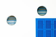 Błękitna żaluzja i round okno obraz royalty free