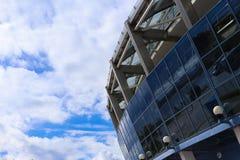 Błękitna arena lubi pięknego nieba tło i kolosseum fotografia royalty free