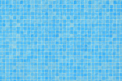 Błękitna ceramicznej płytki mozaika w pływackim basenie Obraz Stock