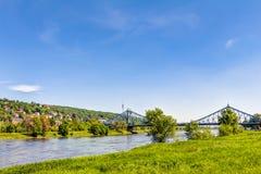 Błękitna cud telewizja i most górujemy w Drezdeńskim zdjęcie stock