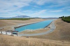 Błękitna Czysta rzeka w Południowej wyspie lub kanał, Nowa Zelandia Obraz Stock