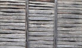 Błękitna drewniana nadokienna żaluzja. fotografia royalty free