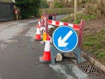 błękitna drogowego znaka budowy ruchu drogowego znaka sposobu kierunku strzała Zdjęcie Royalty Free
