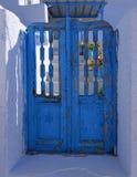 Błękitna drzwiowa obieranie farba Obrazy Royalty Free