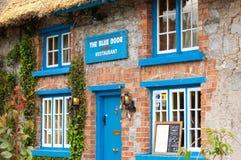 Błękitna drzwiowa restauracja Fotografia Stock