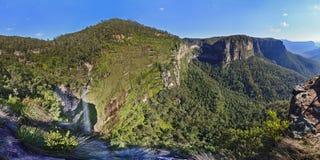 Błękitna góra Uroczystego jaru dnia siklawy panorama fotografia stock